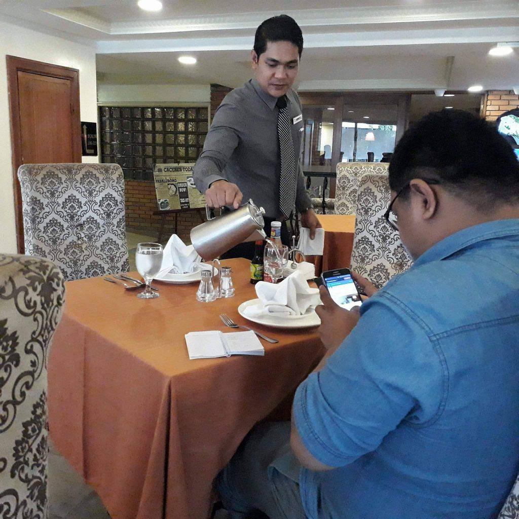 rolando's cafe prompt service