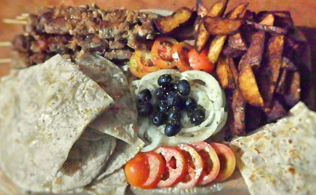 Greek Wooden Platter - Komentarista Cafe 88.30FM